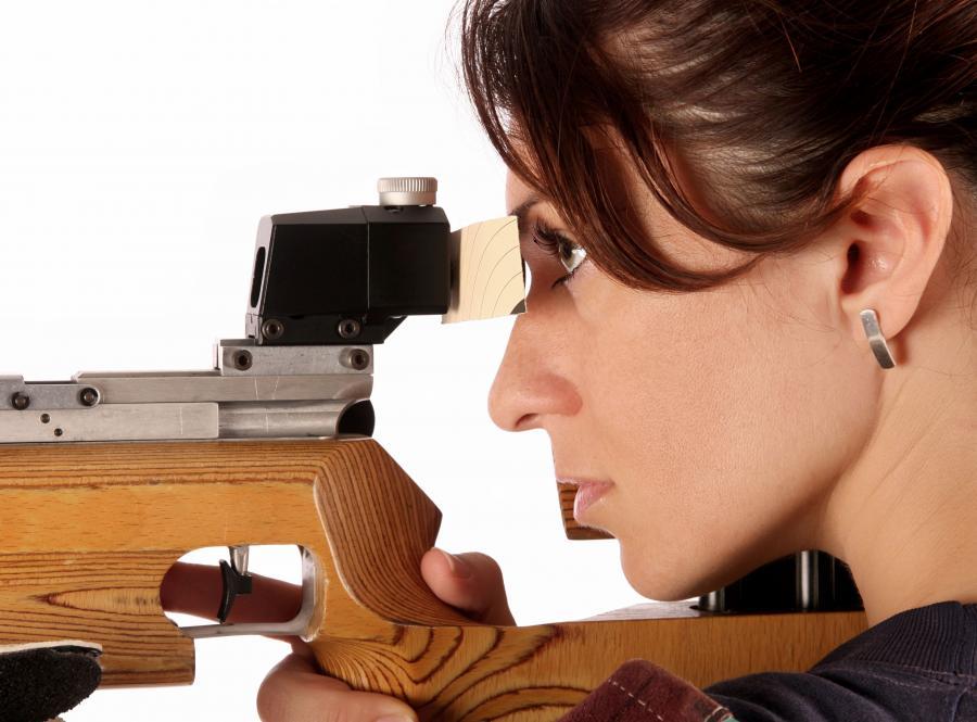 Status wybitnego zawodnika spotowego nie gwarantuje przyznania pozwolenia na broń