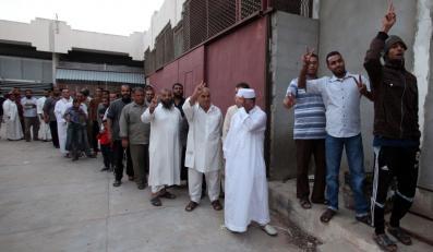 Libijczycy stoją w kolejkach, by zobaczyć ciało dyktatora