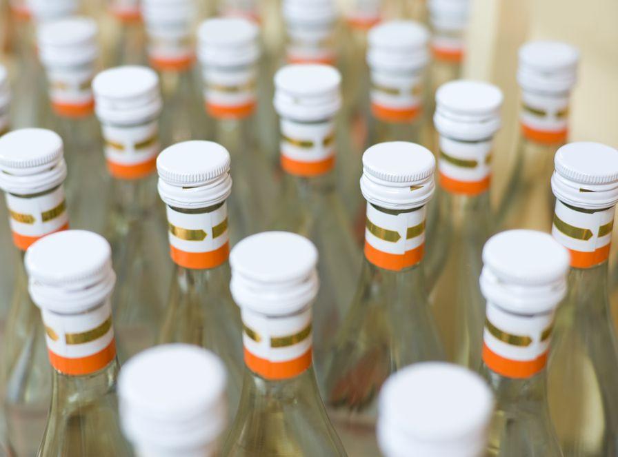 Polskę zalewa nielegalna wódka