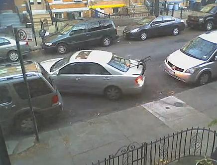 Jak zaparkować duży samochód w małej luce?