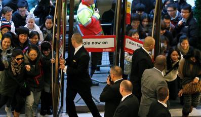 Tłumy Brytyjczyków ruszyły do sklepów