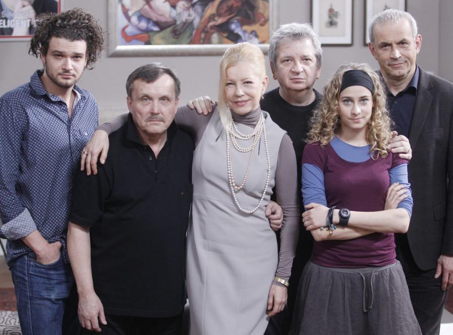 Julisz Machulski z aktorami spektaklu \