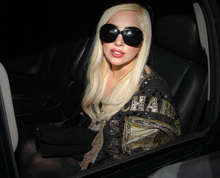 Lady GaGa reklamuje swoje perfumy \