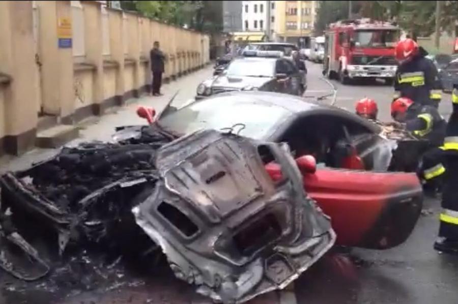 Ferrari california spłonęło na ulicy Śliskiej w Warszawie