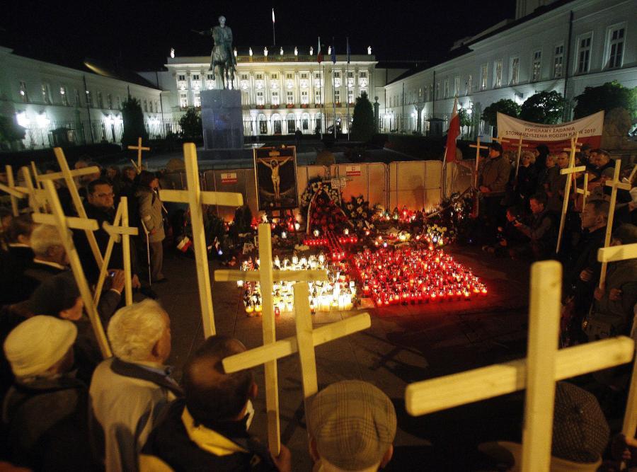 Krzyże przed Pałacem Prezydenckim