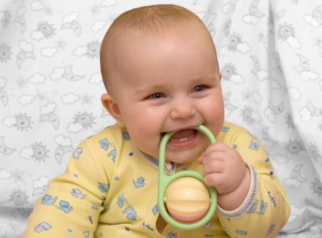 Co uodpornienie za pomocą szczepień zapewnia dziecku?