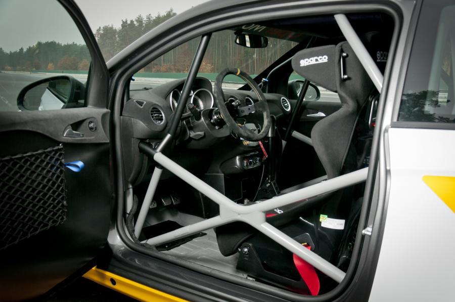 Wersja rajdowa nowego modelu Opel ADAM skonstruowana z uwzględnieniem standardów FIA R2 zostanie wykorzystywana w sezonie 2013