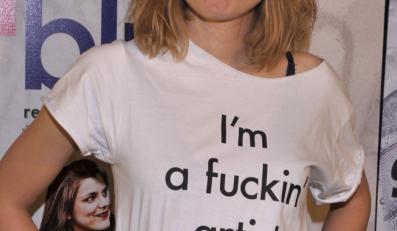 Wulgarne przesłanie na koszulce