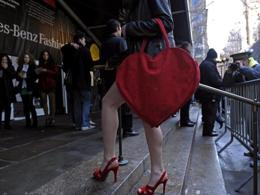 Kobieta z dużą torbą