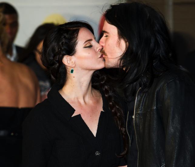 Lana Del Ray i Barrie James O'Neil na gali Brit Awards 2013