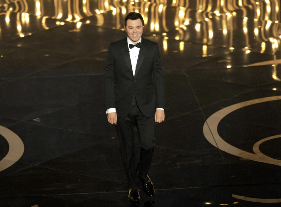 Seth MacFarlane świetnie się bawił, ale powtórki z Oscarów nie chce