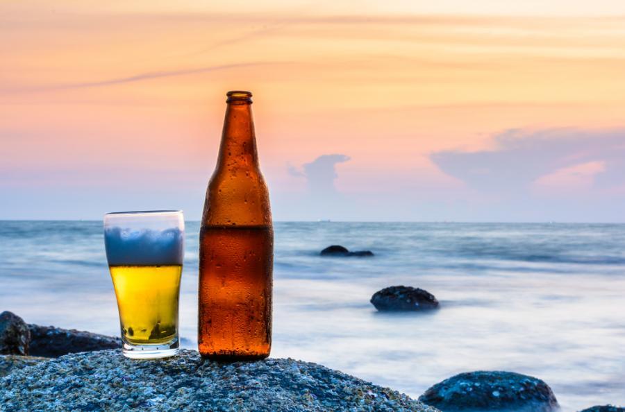 piwo plaża butelka
