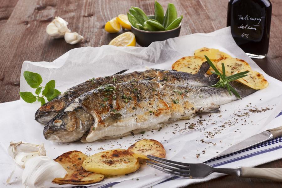Świeża ryba ma przede wszystkim delikatny zapach