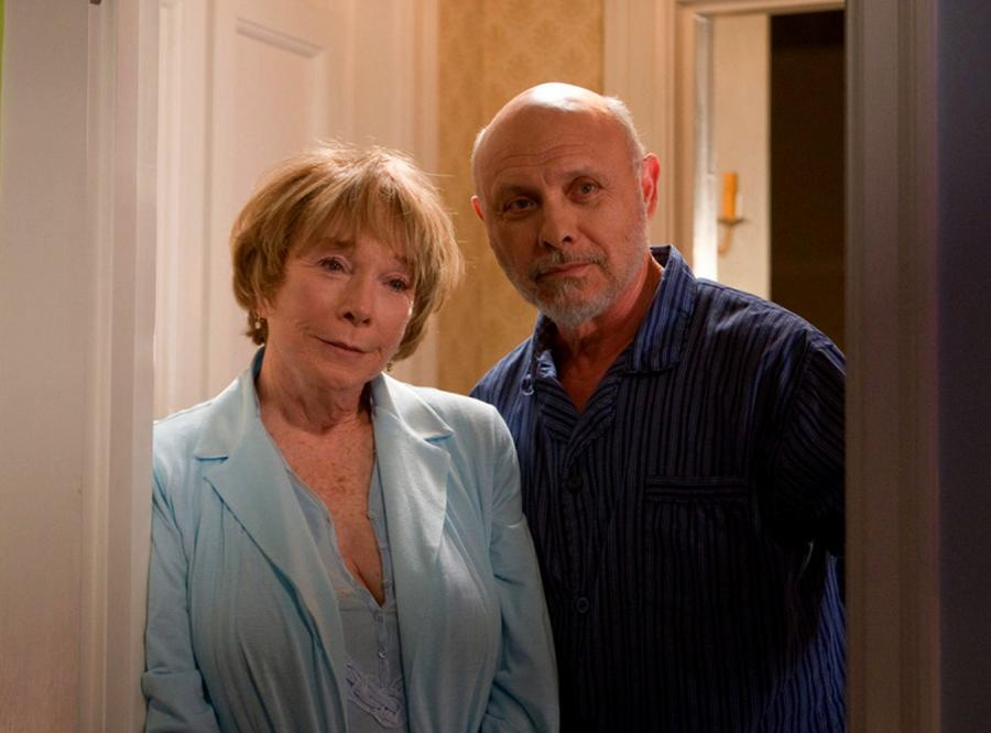 Shirley MacLaine i Hector Elizondo w filmie \