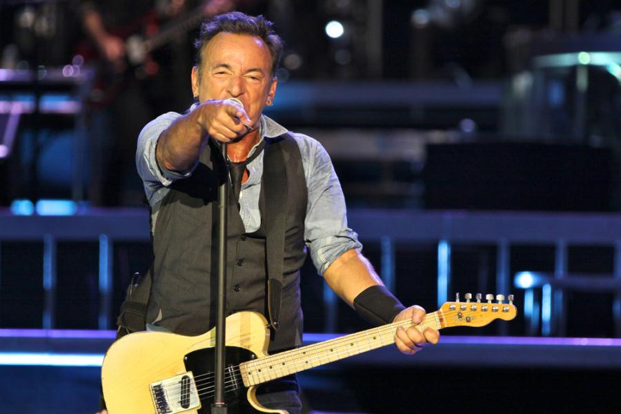 "4. Bruce Springsteen – ""Because The Night"" (jako pierwsze nagrane przez Patti Smith)"