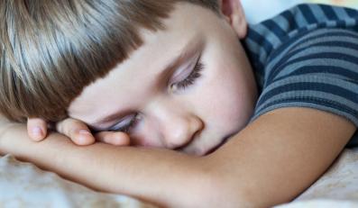 Za mało snu może powodować otyłość