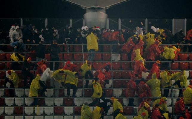 Bandyci na stadionie Legii pobili kibiców Jagiellonii