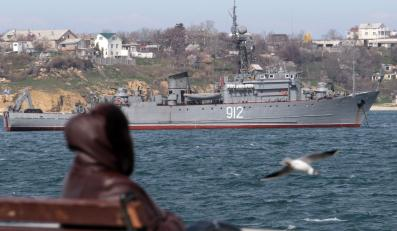 Rosyjski okręt Turbinist u wybrzeży Sewastopolu, Krym, Ukraina