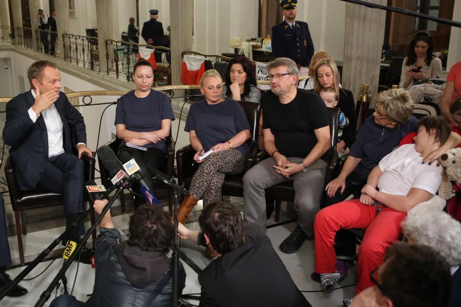 Premier Donald Tusk i rodzice niepełnosprawnych dzieci