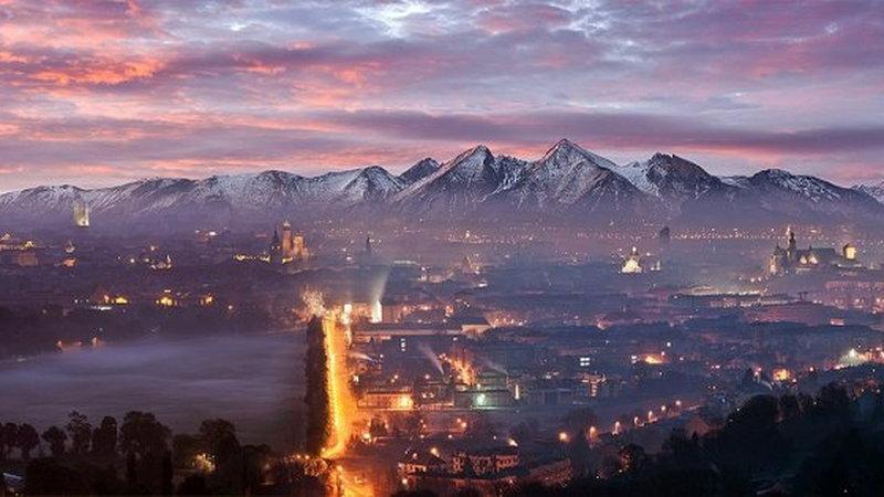 Panorama Krakowa z widokiem na Tatry