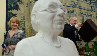 Popiersie Anny Walentynowicz ufundowane w 4. rocznicę katastrofy w Smoleńsku