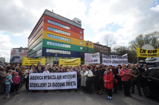 Protest parafian w obronie księdza Lemańskiego
