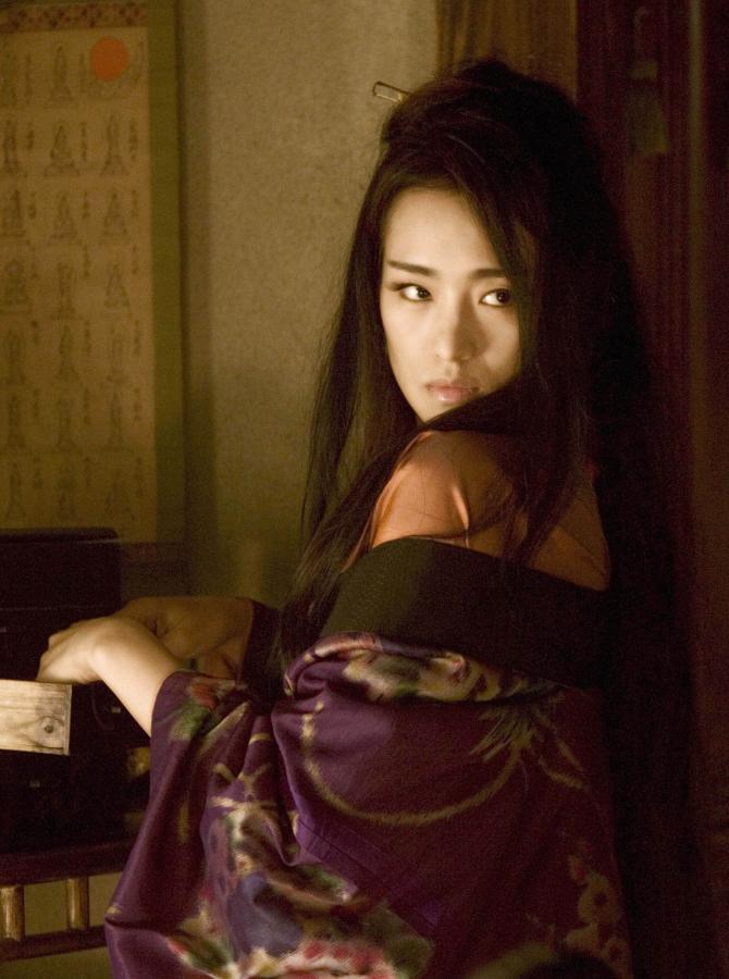 """Gong Li, odtwórczyni tytułowej roli, w adaptacji filmowej powieści """"Wyznania gejszy"""""""