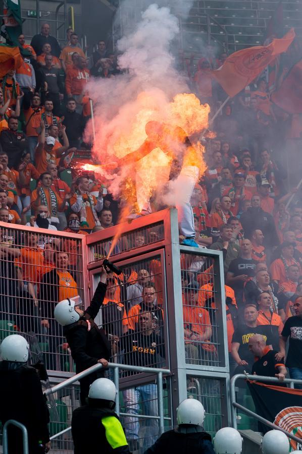 Ochroniarz podpalił na stadionie kibica Zagłębia