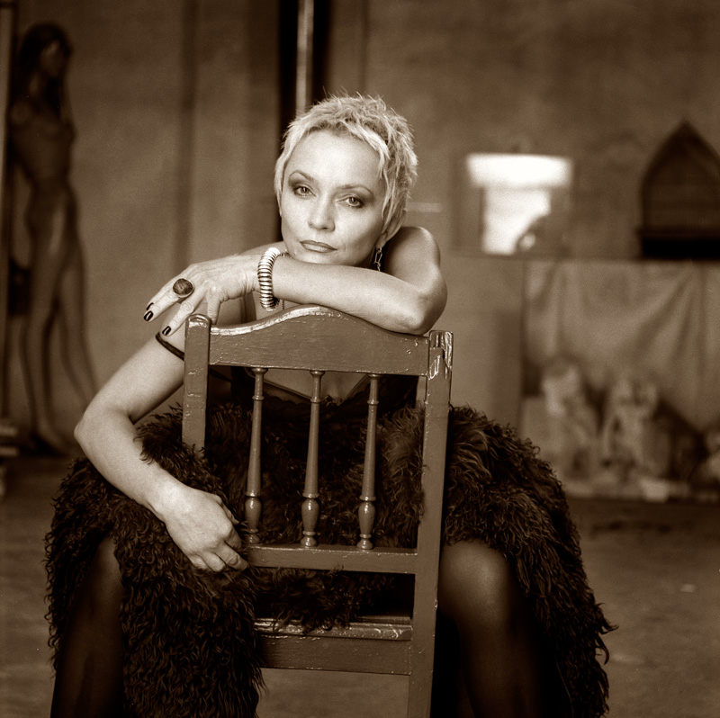 """Małgorzata Ostrowska na zdjęciu z sesji do albumu """"Alchemia"""" w 1999 roku (foto Jacek Gulczyński)"""