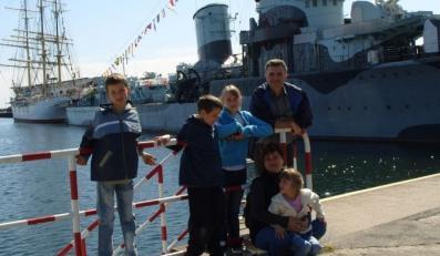 Rodzina zastępcza Katarzyny i Marka Malińskich. Na zdjęciu z dziećmi - Magdą, Michałem i Mikołajem