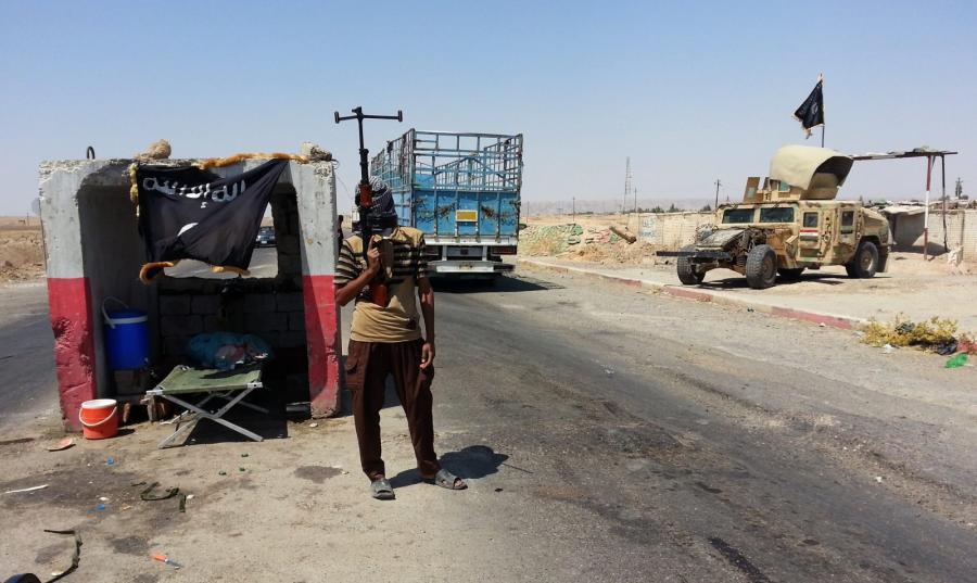 Iraccy sunnici w punkcie kontrolnym na północy kraju