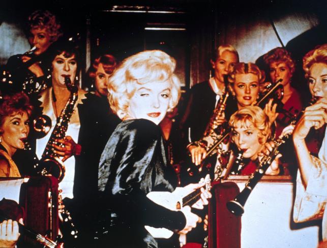 """Marilyn Monroe w komedii """"Pół żartem, pół serio"""""""