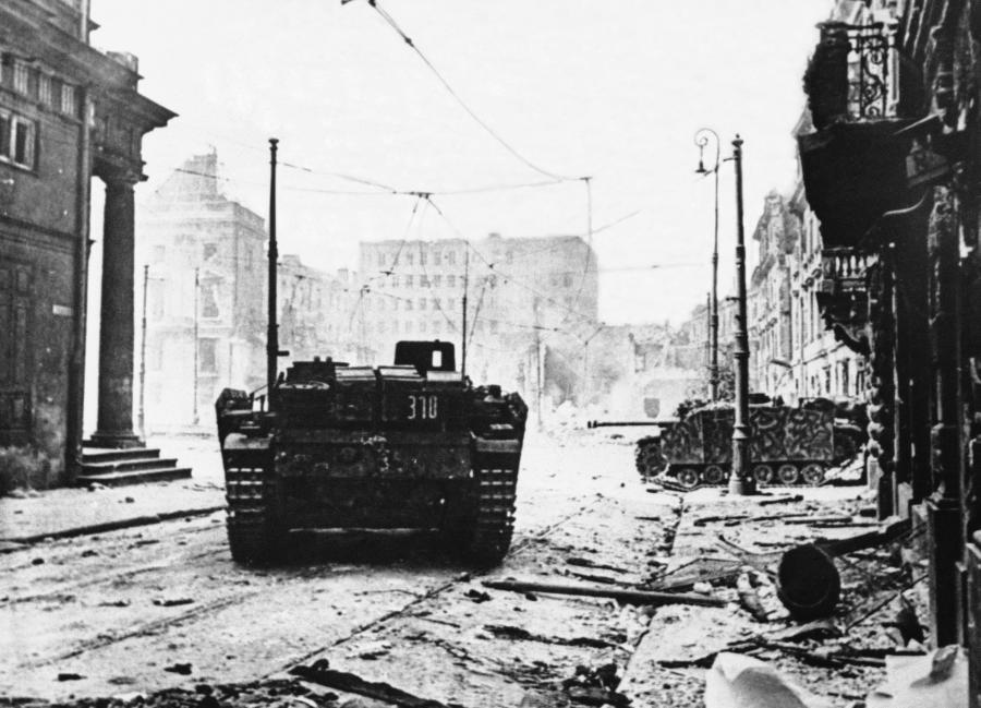 Powstanie Warszawskie. Niemieckie czołgi na ulicach stolicy Polski