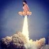 """Pupa Nicki Minaj zmiażdżyła konkurencję, gdy została zaprezentowana w pełnej okazałości na okładce singla """"Anaconda"""""""
