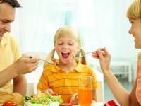 Skuteczne sposoby na rozbudzenie w małym niejadku apetytu