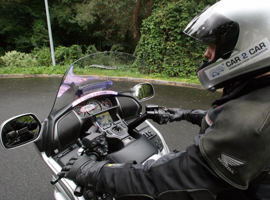 Motocyklistów uratuje... satelita