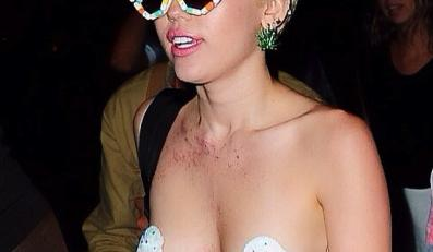 Miley Cyrus topless na Alexander Wang New York Fashion Week After Party