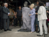 Barbara Windsor odsłania pomnik Amy Winehouse