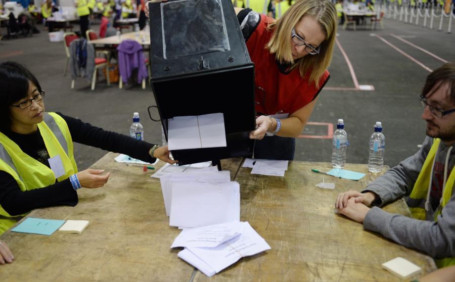 Liczenie głosów po referendum niepodległościowym w Szkocji