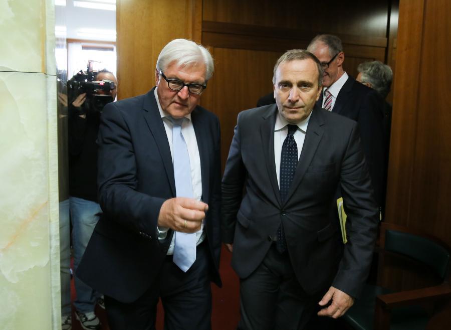 Minister spraw zagranicznych Grzegorz Schetyna (P) i minister spraw zagranicznych Niemiec Frank-Walter Steinmeier (L)