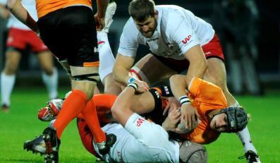 Fragment meczu Pucharu Europy Narodów w rugby pomiędzy Polską (białe koszulki) i Holandią (pomarańczowe) w Warszawie