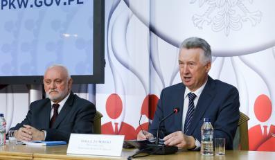 Przewodniczący PKW Stefan Jaworski oraz sekretarz PKW Kazimierz Czaplicki