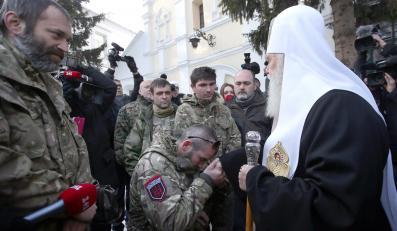 Patriarcha Filaret błogosławi obrońców lotniska