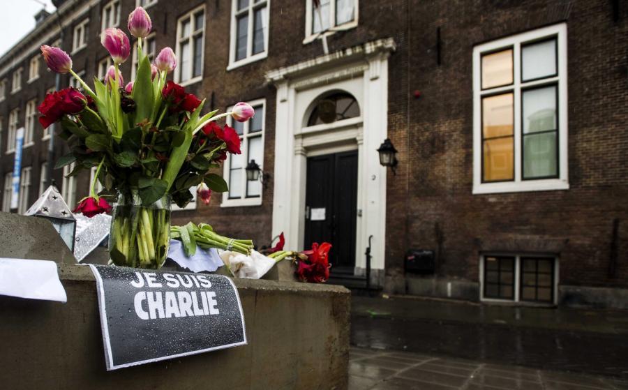 Amsterdam. Świat w reakcji na zamach we Francji