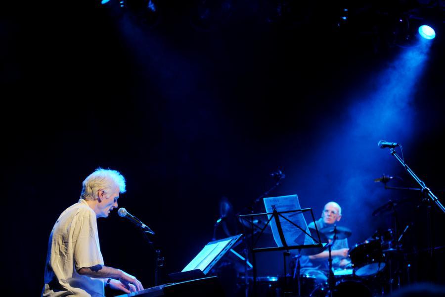 Peter Hammill wydaje swe muzyczne wariacje we własnej wytwórni Fie!