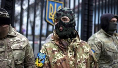 """Żołnierze z ochotniczego batalionu """"Ajdar"""" protestują przed ukraińskim ministerstwem obrony przeciwko planom rozwiązania jednostki"""