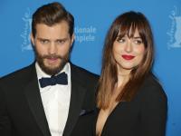 """""""Pięćdziesiąt twarzy Greya"""": Tłumy na uroczystej premierze w Berlinie [ZDJĘCIA]"""