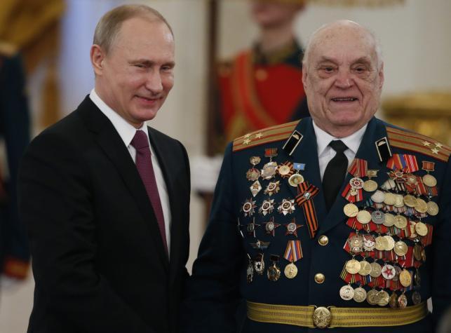 Władimir Putin i weteran wojenny