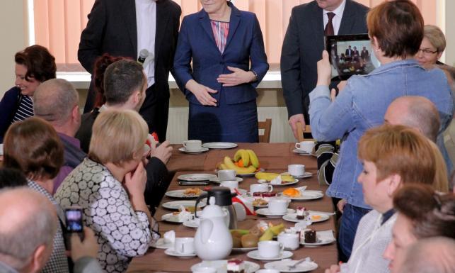 Ewa Kopacz z wizytą u uchodźców z Donbasu