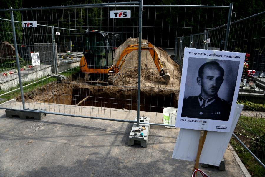 Prace ekshumacyjne na Powązkach